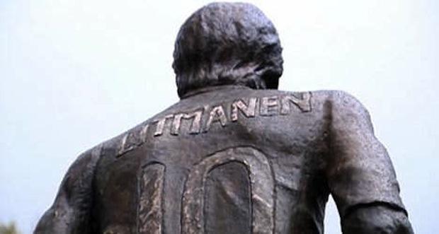 Jari Litmanen statue